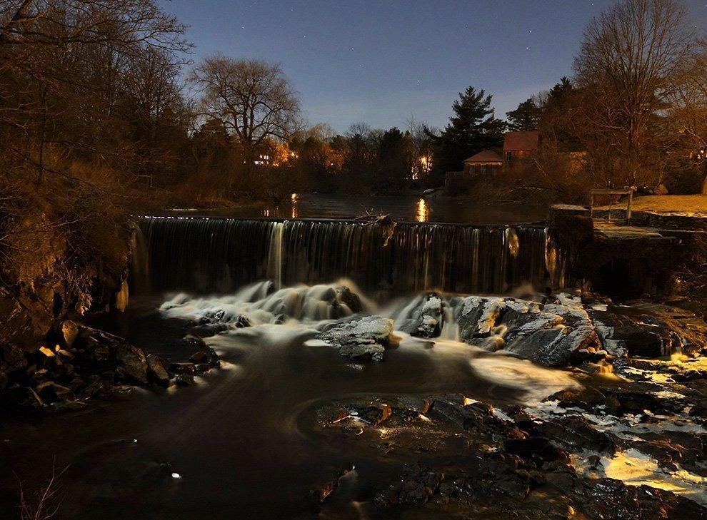 Ayumi_Horie_Stroudwater_Falls