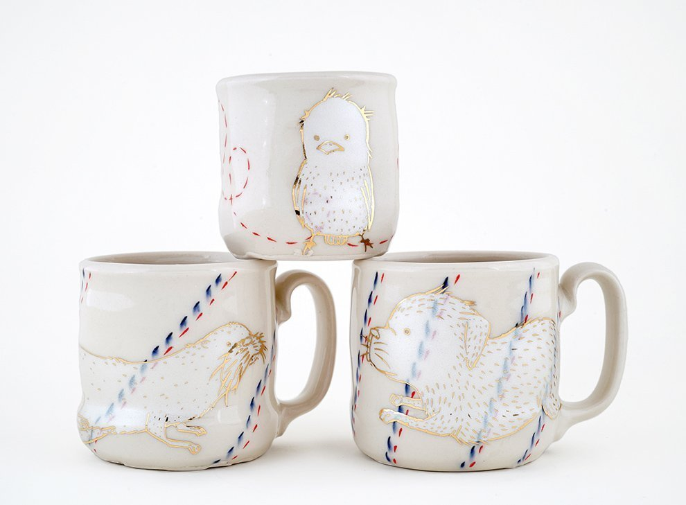 Ayumi_Horie-3_white-and-gold-cups
