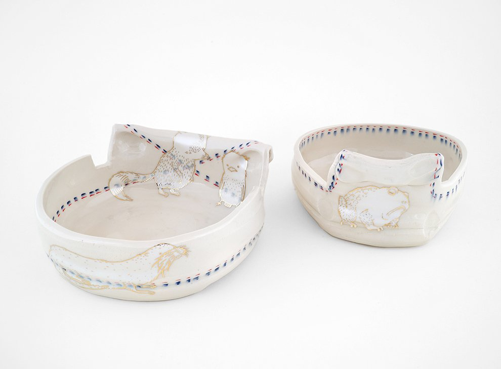 Ayumi_Horie_2-white-and-gold-dishes